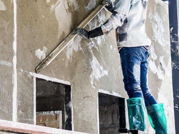 מה בין עבודות גבס לבנייה קלה?